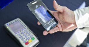 Samsung Pay permite al usuario realizar sus compras con sus dispositivos móviles.