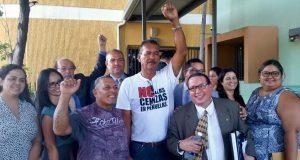 El grupo de manifestantes celebró la determinación de no causa.