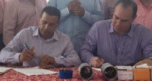 El acuerdo surgió como una iniciativa del alcalde de Hormigueros, Pedro García, aquí acompañado por el director ejecutivo de la AEE, Javier Quintana.