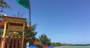 La bandera verde significa que la playa puede ser usada por los bañistas. (Voces del Sur)