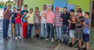 Varias figuras del boxeo compartieron con jóvenes en Salinas.