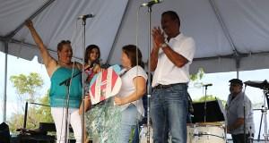 Jannette Albino, Yanina Moreno y Jimmy Borrero acudieron en representación de Peñuelas a la actividad por la excarcelación de Oscar López Rivera en La Guancha, en Ponce. (Voces del Sur)