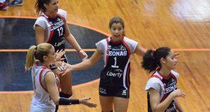 Las Leonas impusieron su defensa en el partido.