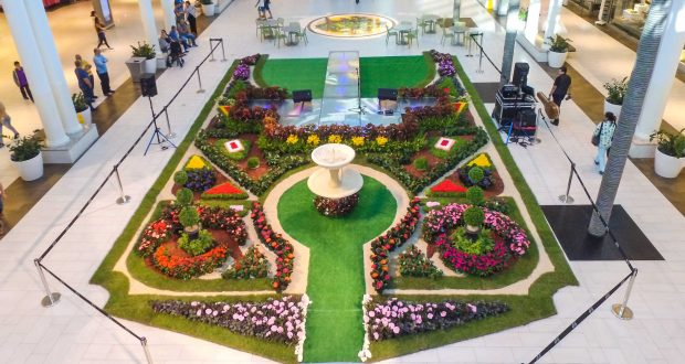 Como parte del ofrecimiento de Plaza del Caribe, se levantó un jardín paisajista en el atrio central del centro comercial ponceño.