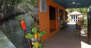 El parador Turtle Bay Inn ubica en el sector La Parguera en el municipio de Lajas.