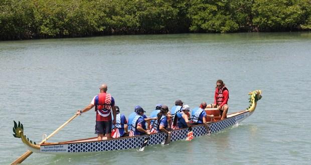 Integrantes de la Puerto Rico Dragon Boat Federation le mostraron al público que asistió al festival cómo se practica este deporte acuático. (Voces del Sur / Pedro A. Menéndez Sanabria)