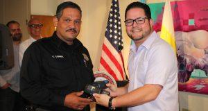 El alcalde Nelson Torres Yordán hizo entrega de equipo a la Policía Municipal de Guayanilla.