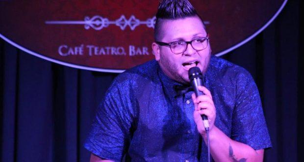 El cantante Luis Guillermo se presentó en el Café Teatro Proscenium en Ponce.