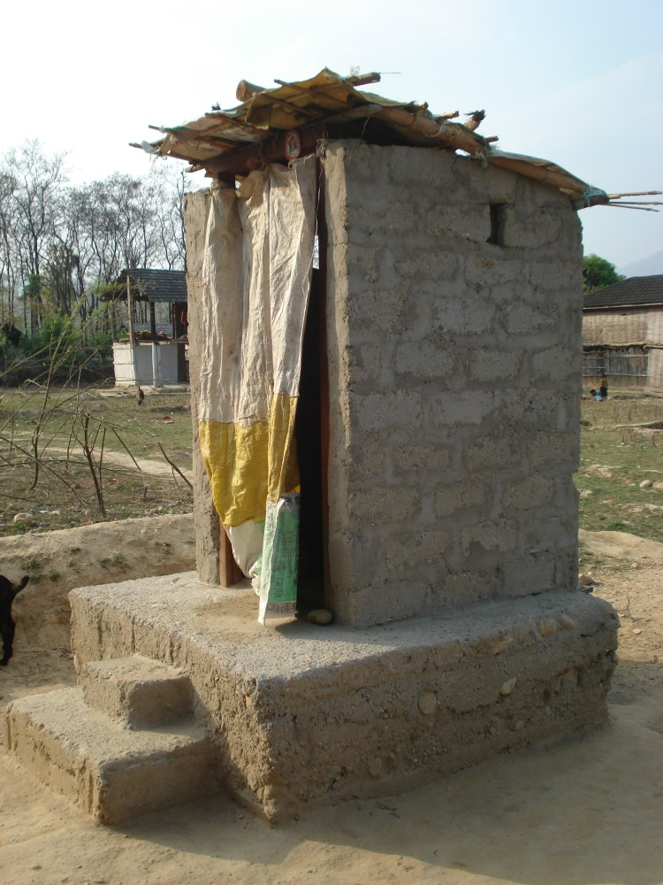Nepal: Women can lead toilet construction work and support their family (3/3)