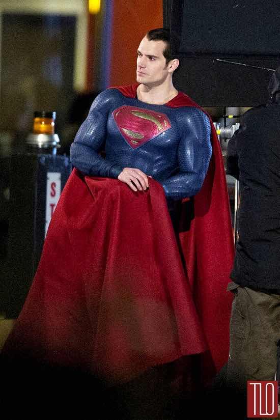 Henry-Cavill-Amy-Adams-On-Movie-Set-Batman-Superman-Dawn-Justice-Tom-Lorenzo-Site-TLO-2