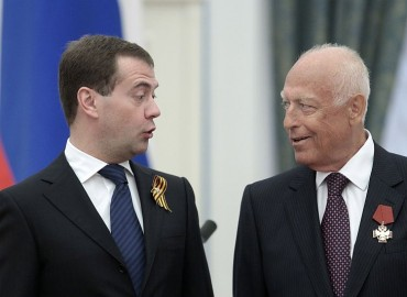 File photo shows Russia's President Medvedev speaking to Chernomyrdin in Moscow