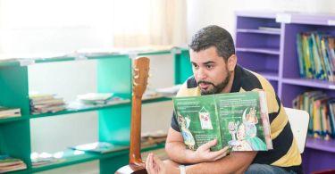 Edu também faz trabalhos em escolas do Rio