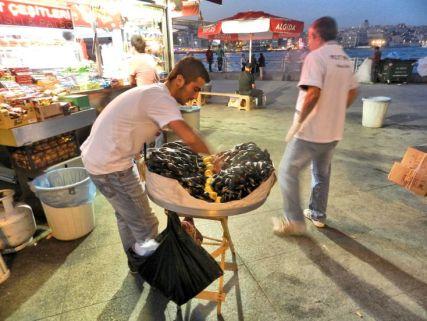 Istanbul street food - gevulde mosselen
