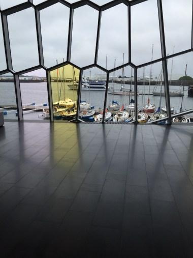 Harpa Reykjavik zicht op zee