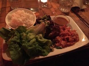 Salad wraps met varkensvlees en kimchi