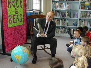 Gov. Jim Douglas reads to schoolchildren