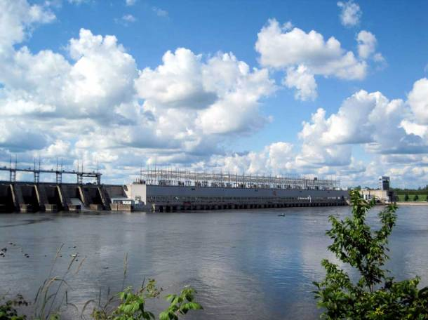 Carillon Hydro-electric Dam, Pointe Fortune, Quebec. Photo by Mac Armstrong.