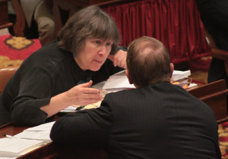 Rep. Cynthia Browning confers with a colleague. Photo by Taylor Dobbs