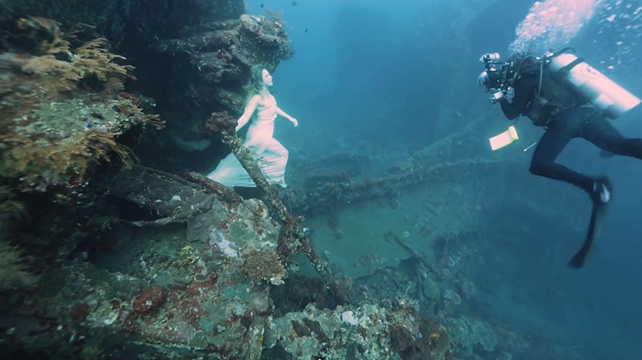 Reef Girl Wallpaper Stunning Beautiful 25 Meters Underwater Photographs By