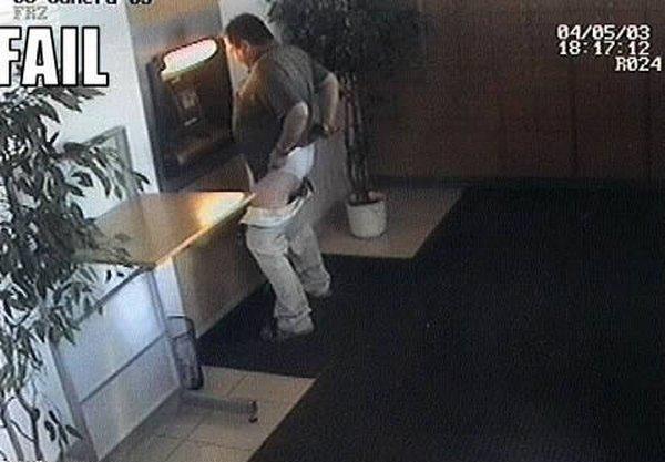 strange people at atm 04 10 Strangest People At ATMs
