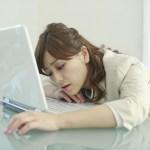 パソコンで仕事をする人は頭痛が起こりやすい!その対処法!