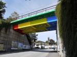 ドイツに巨大レゴブロックの橋