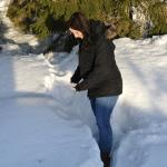 Här försöker hon gå i snö...