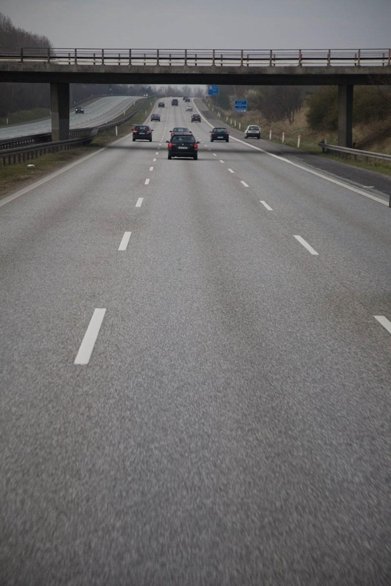 Så kör man på en trefilig motorväg