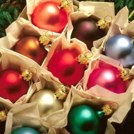 Christmas Ornament – Colorful Wallpaper
