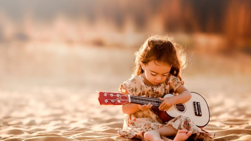 Attitude Girl With Guitar Wallpapers Cute Little Girl Playing Guitar Hd Wallpaper Wallpaperfx