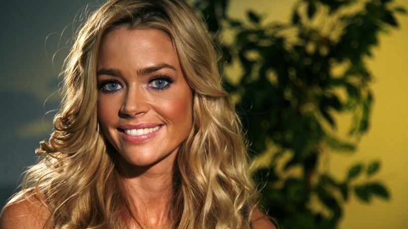 Free Download Most Beautiful Girl Wallpaper Denise Richards Tanned Hd Wallpaper Wallpaperfx
