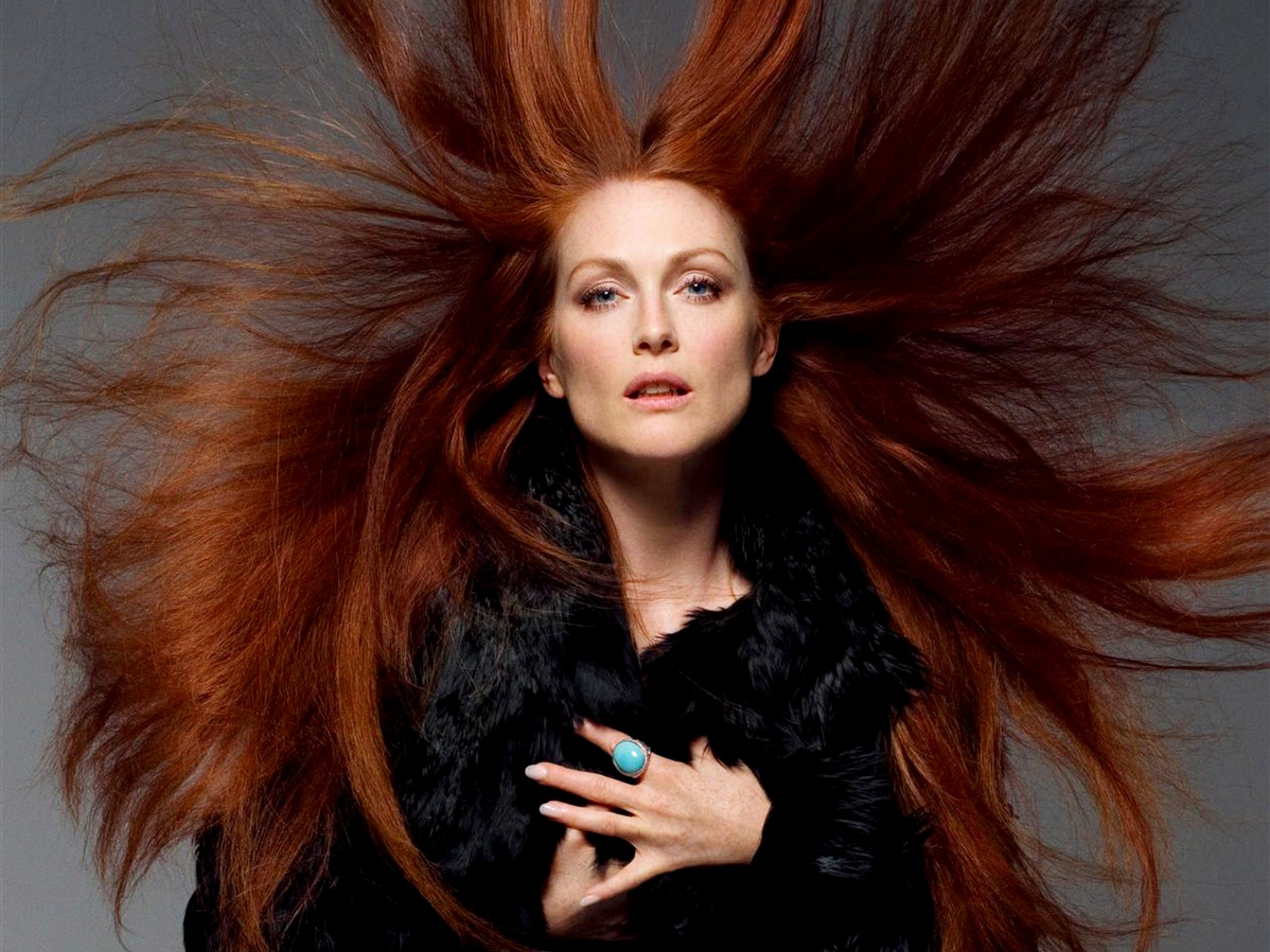 Home Screen Wallpaper Fall Julianne Moore Crazy Red Hair Celebrity