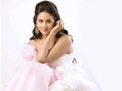 Parul Yadav HQ Wallpapers | Parul Yadav Wallpapers - 39079 - Filmibeat Wallpapers