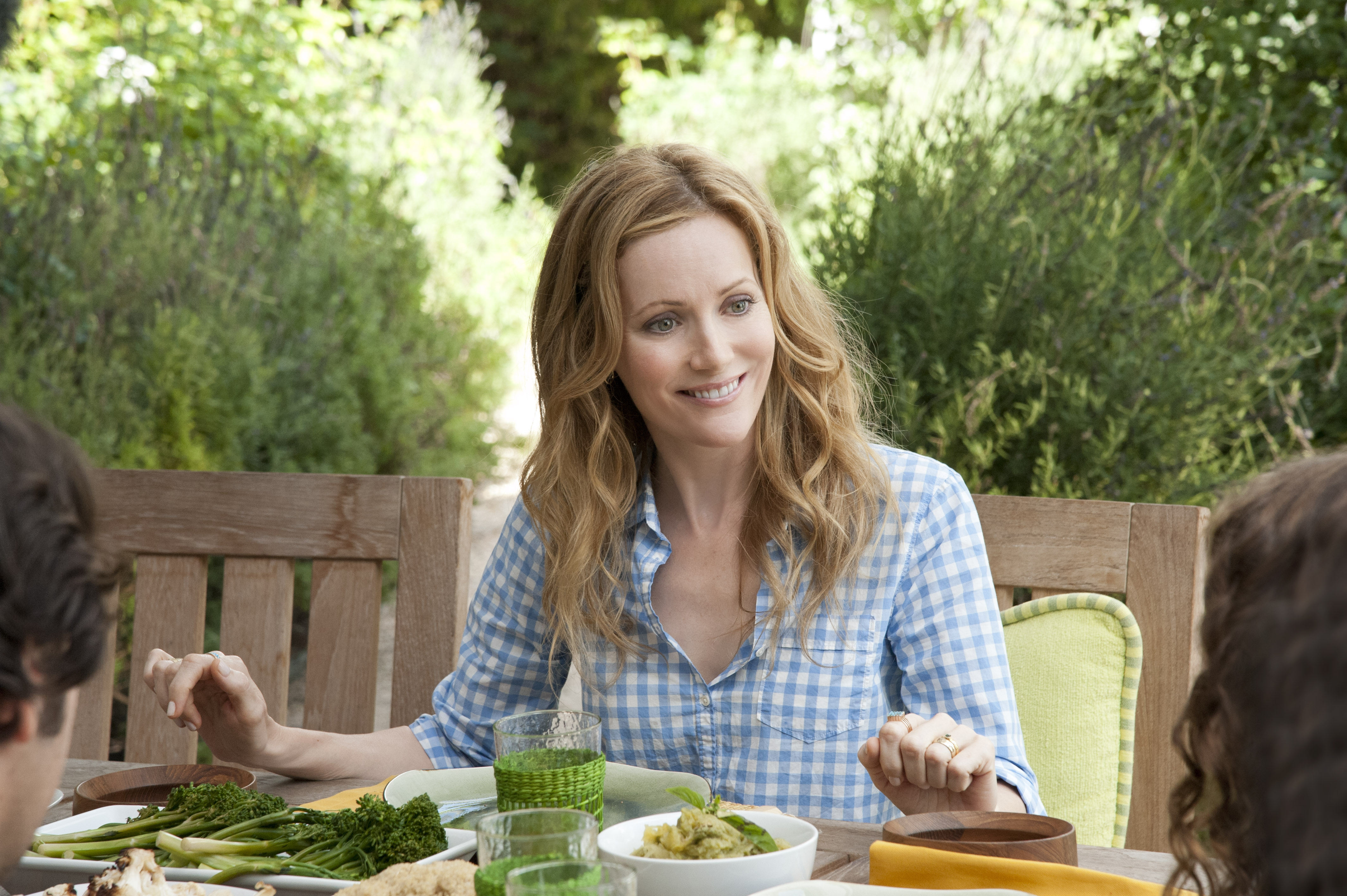 Modern Family Hd Wallpapers Leslie Mann Wallpapers High Resolution And Quality