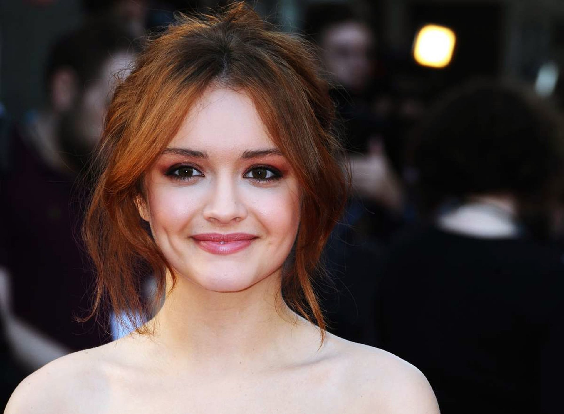 Cute Iphone Wallpapers For Girls Olivia Cooke Wallpapers High Resolution And Quality Download
