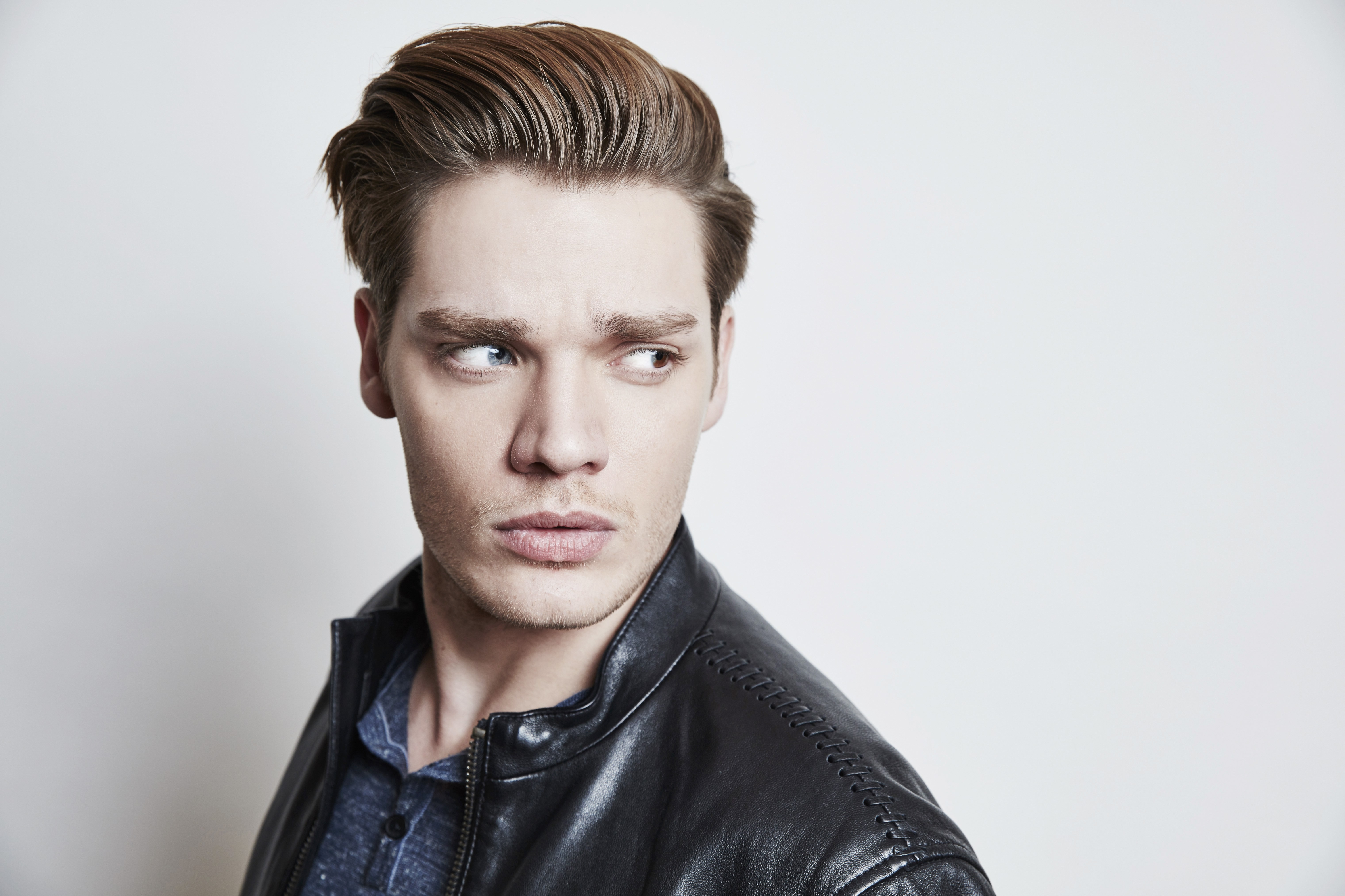 Rich Quotes Wallpaper Wallpaper Dominic Sherwood Photo 5k Celebrities 16516