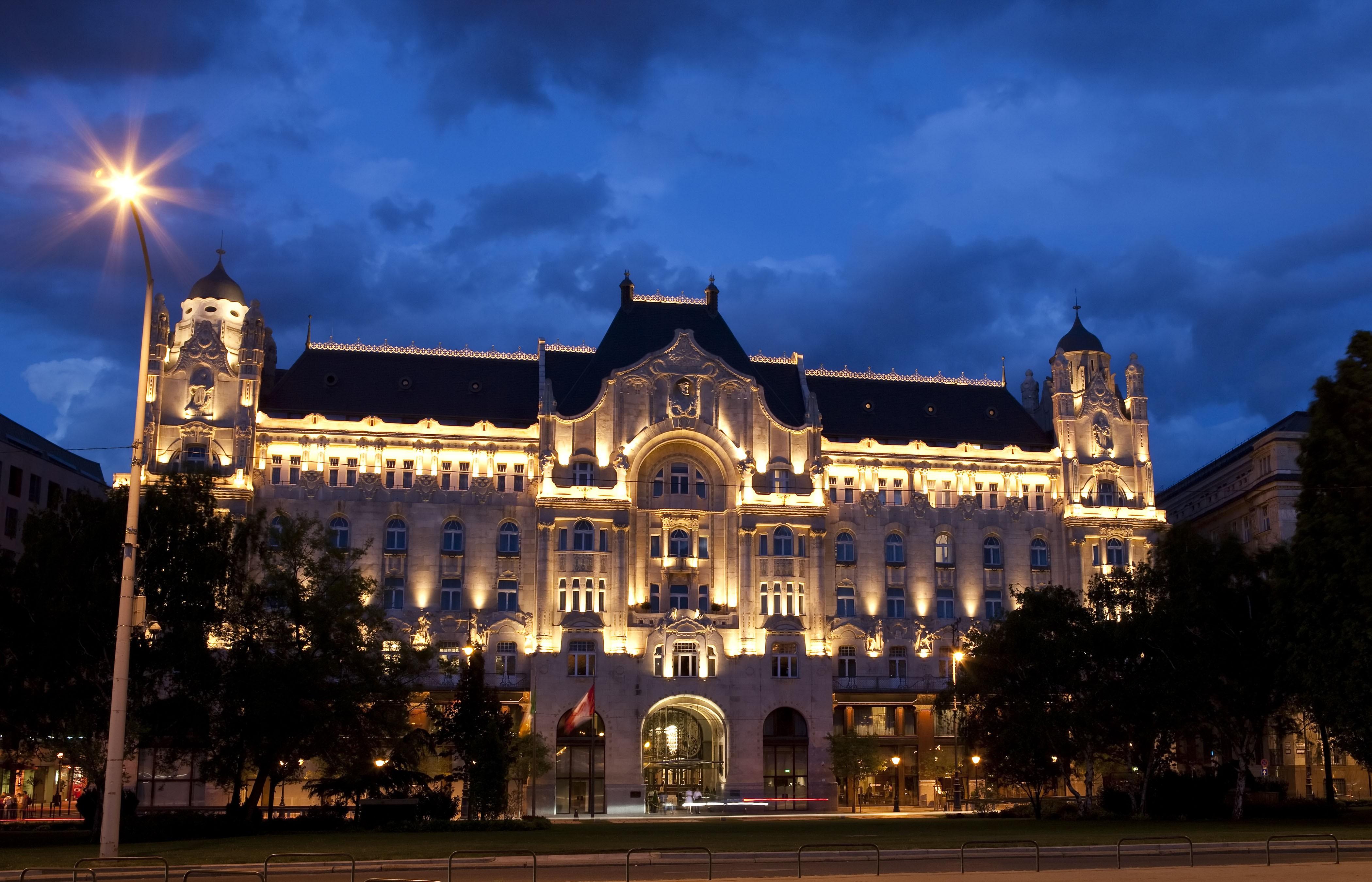 Fish Wallpaper Hd Wallpaper Four Seasons Hotel Gresham Palace Budapest
