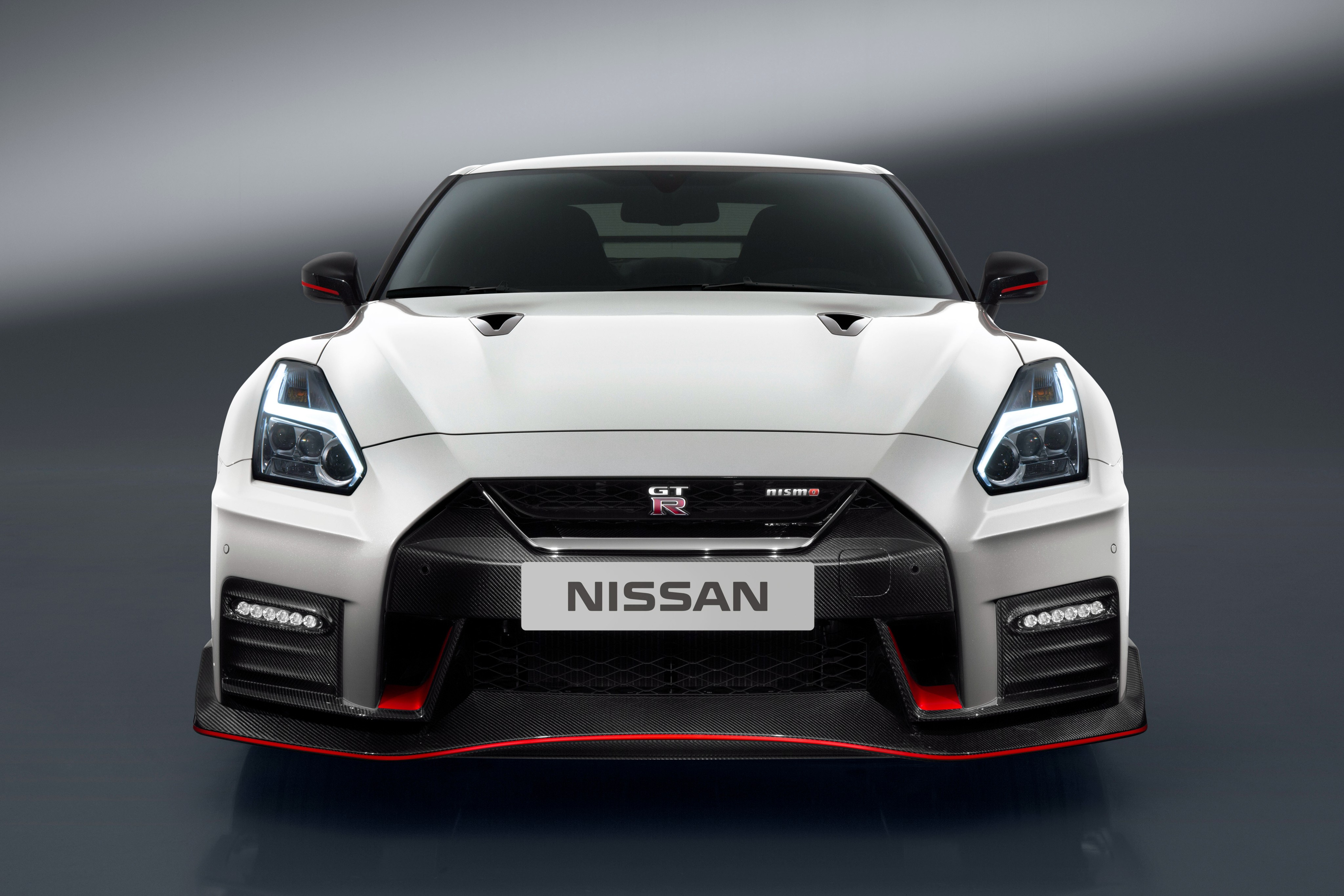 Luxury Car Iphone Wallpaper Wallpaper Nissan Gt R Nismo White Sport Car Cars