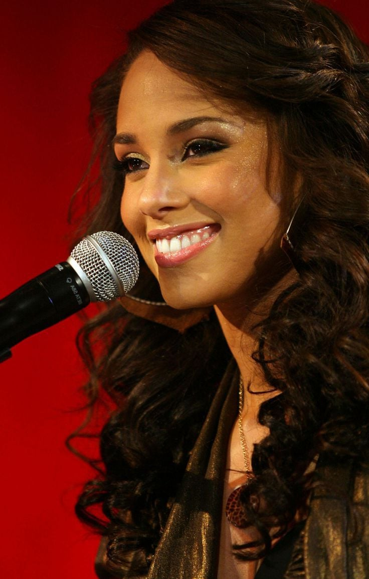Cool Cars Wallpaper With Girls 31 Alicia Keys Wallpapers Hd Download