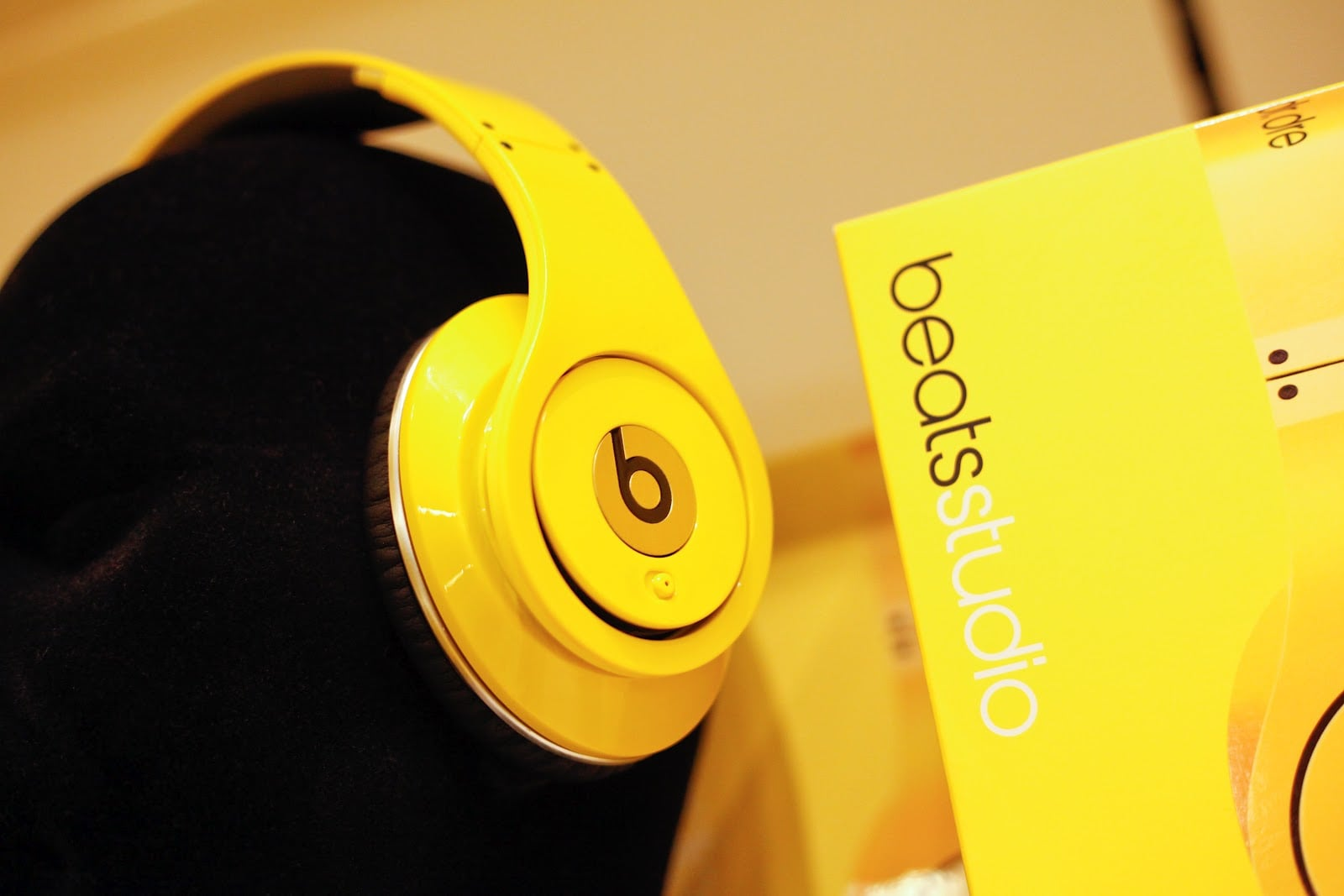 Download Car Wallpapers For Laptop Beats By Dr Dre Hd Wallpapers Free Download Headphones