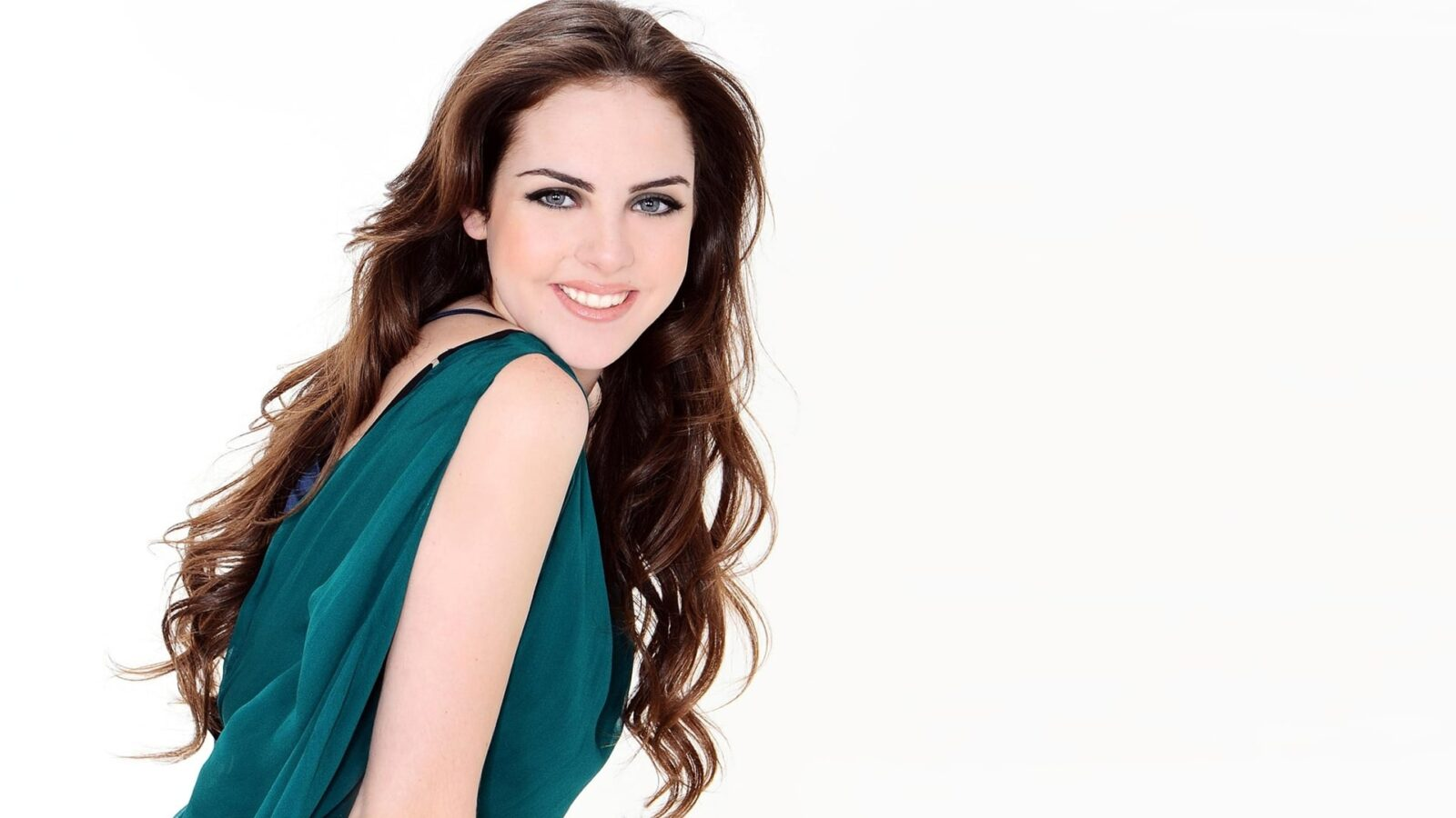 Hd Wallpapers Of Girls And Cars Elizabeth Gillies Hd Wallpapers Free Download