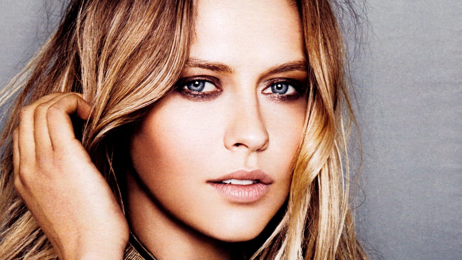 Awesome Cool Car Wallpapers Teresa Palmer Hd Wallpapers Free Download
