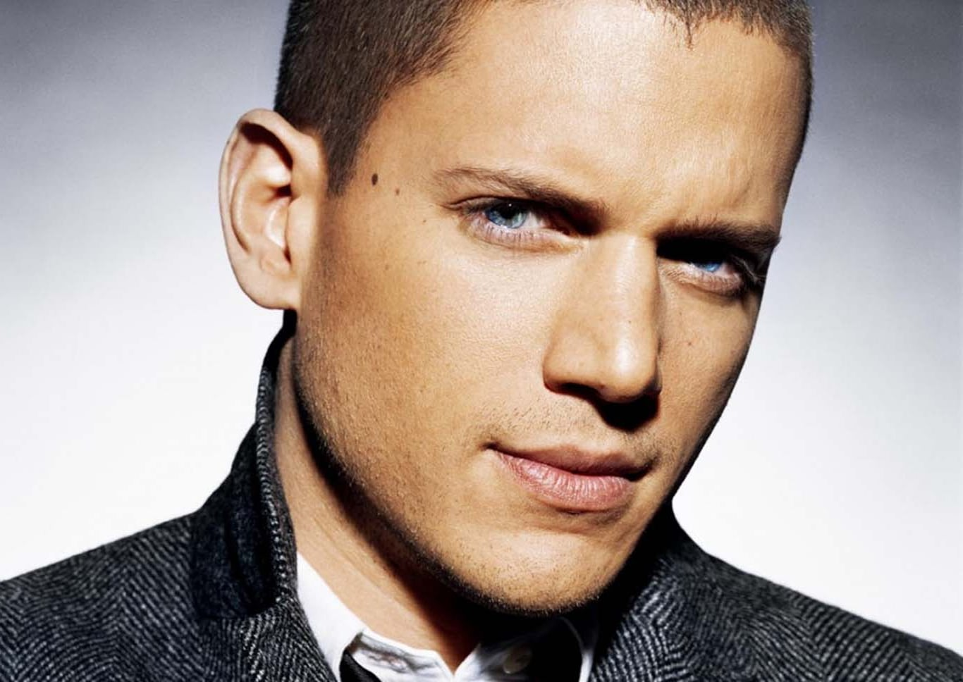Car Wallpaper Hd Iphone 4 Wentworth Miller Hd Wallpapers Free Download