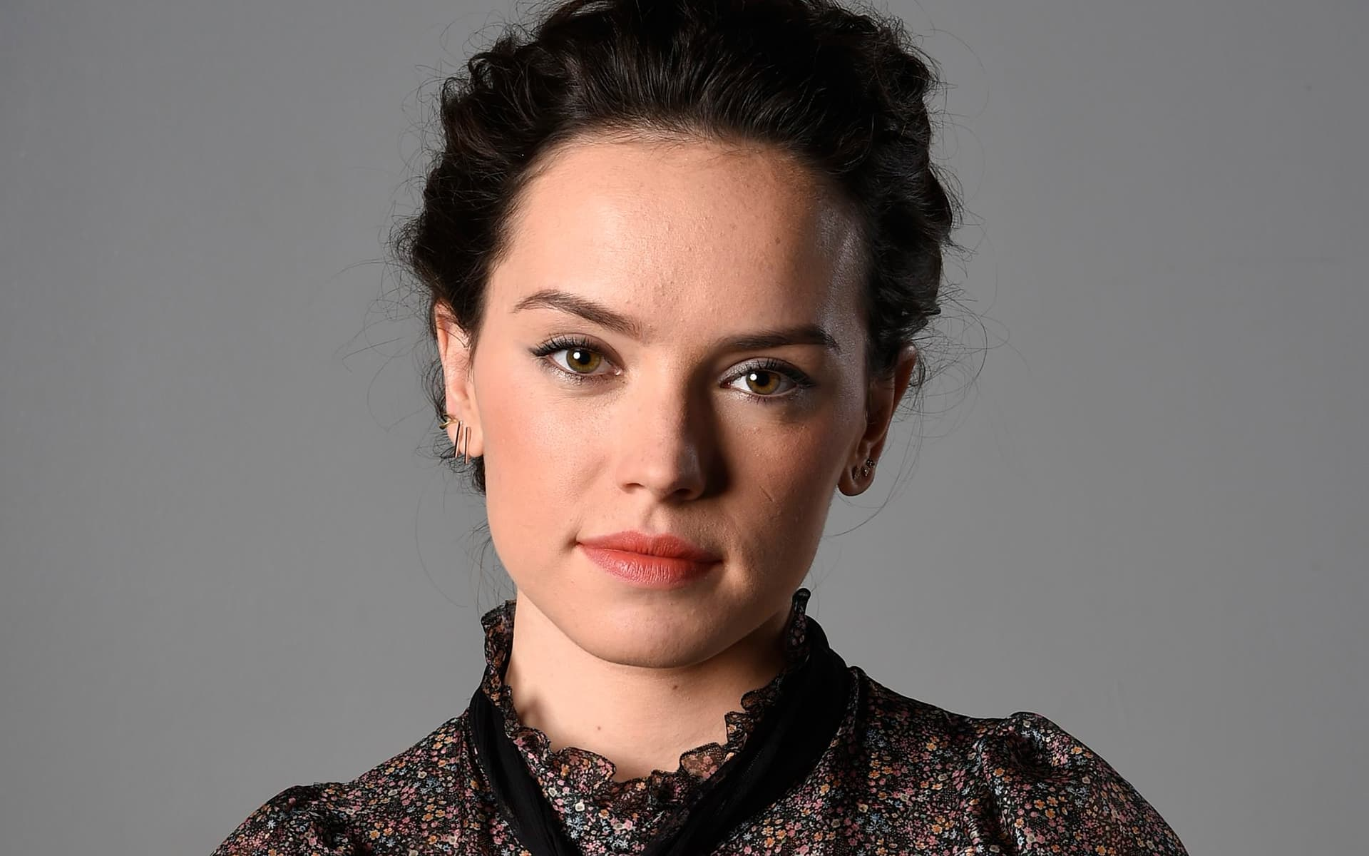 Black Daisy Wallpaper 10 Daisy Ridley Wallpapers High Quality Resolution Download