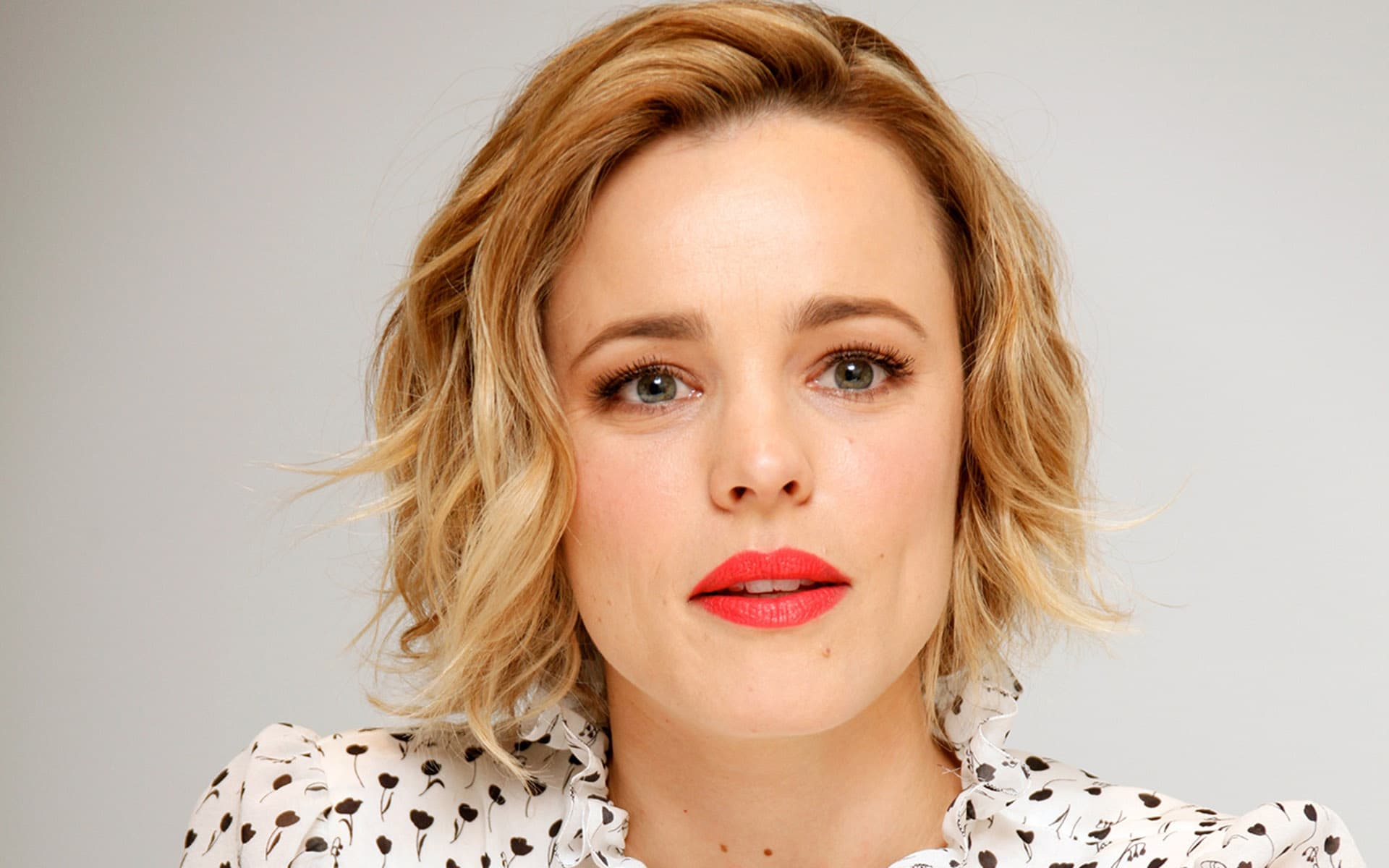 Sport Cars Wallpapers With Girls Rachel Mcadams Wallpapers Hd Images Photos High Quality