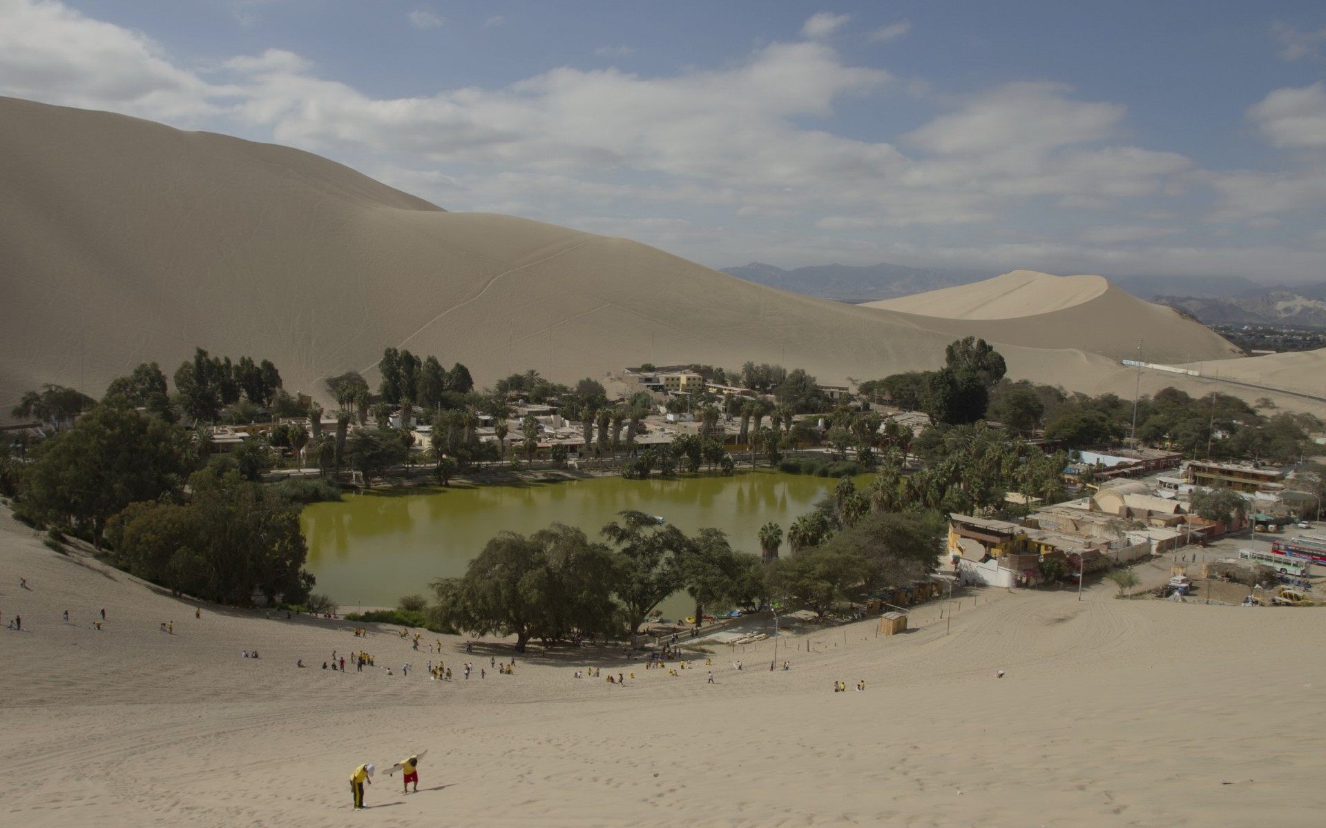 Oasis Wallpaper Iphone 5 Huacachina Oasis Desert Peru Wallpapers Huacachina Oasis