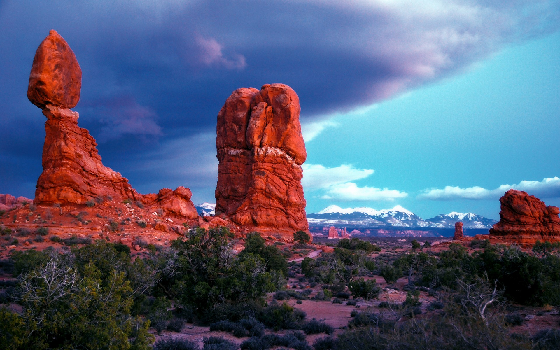 Iphone 4 Animated Wallpaper Mountains Rocks Desert Plants Wallpapers Mountains Rocks