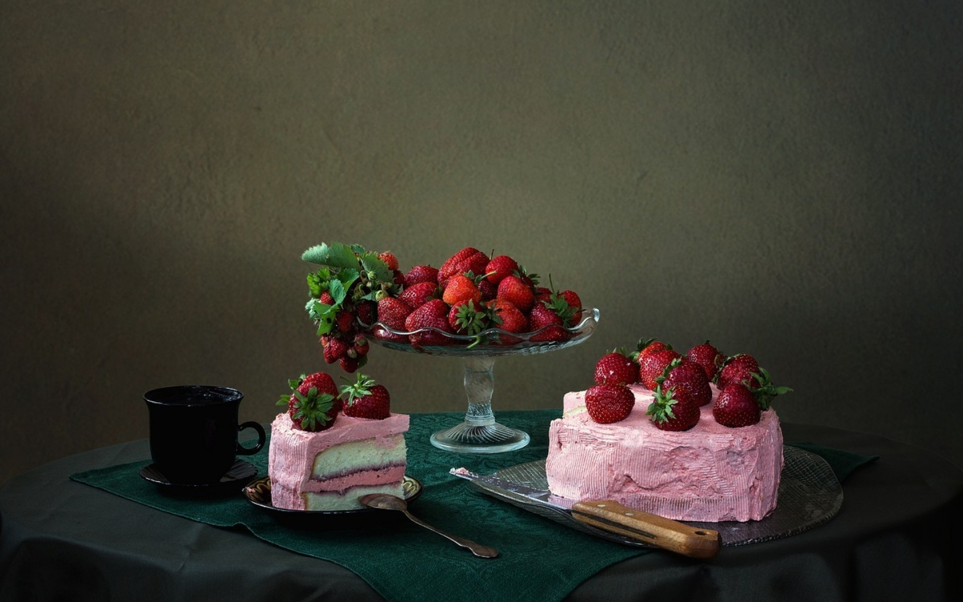 Strawberry Wallpaper For Iphone Strawberry Cake Wallpapers Strawberry Cake Stock Photos