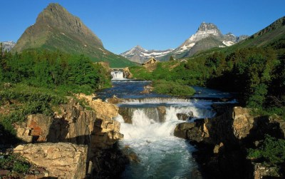 Waterfall Between Mountains wallpapers | Waterfall Between Mountains stock photos