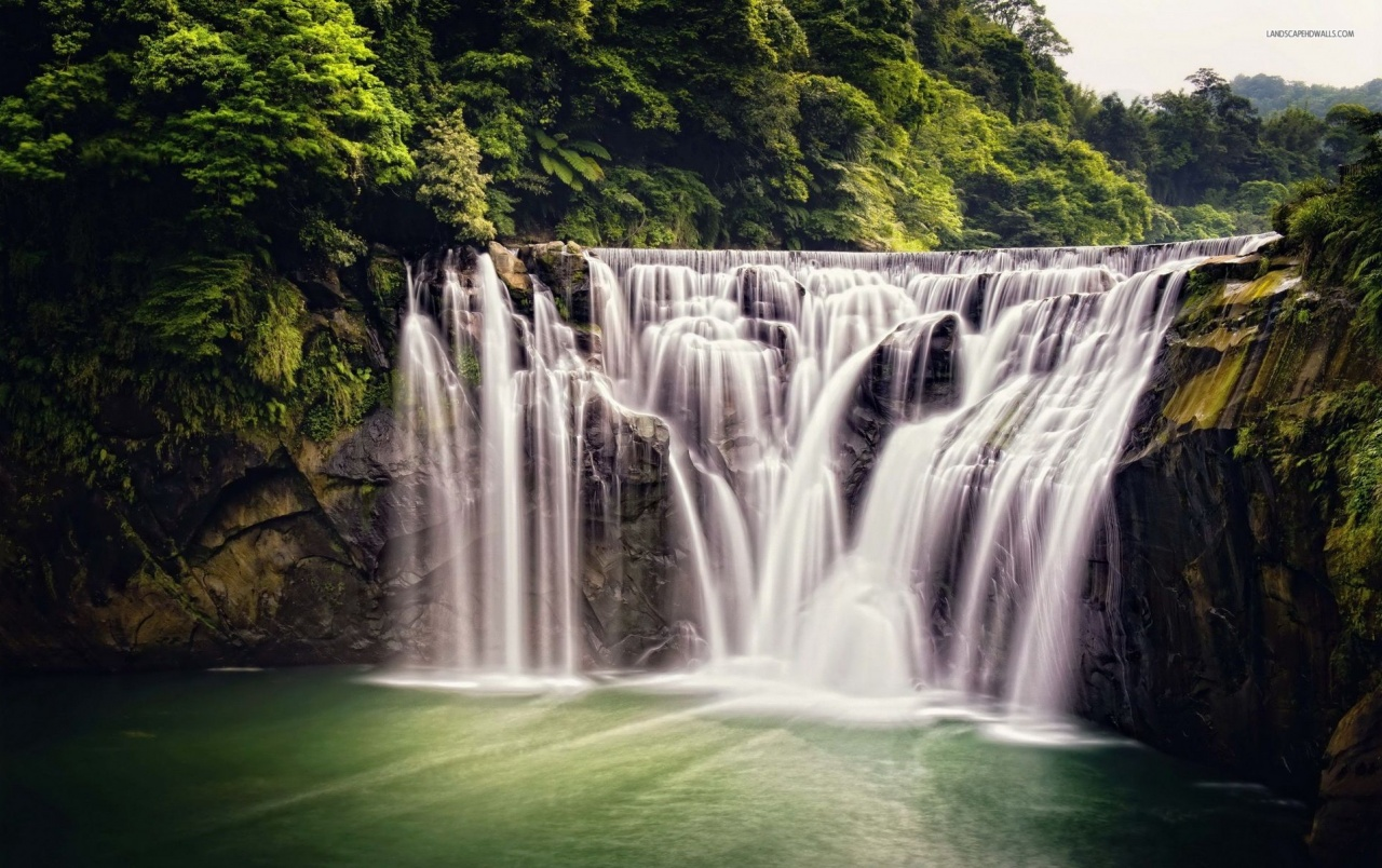 3d Wallpaper For Galaxy Y Lovely Waterfalls Amp Nice Trees Wallpapers Lovely